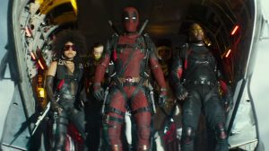 Deadpool παίζει με την καρέκλα του Professor X στο νέο trailer